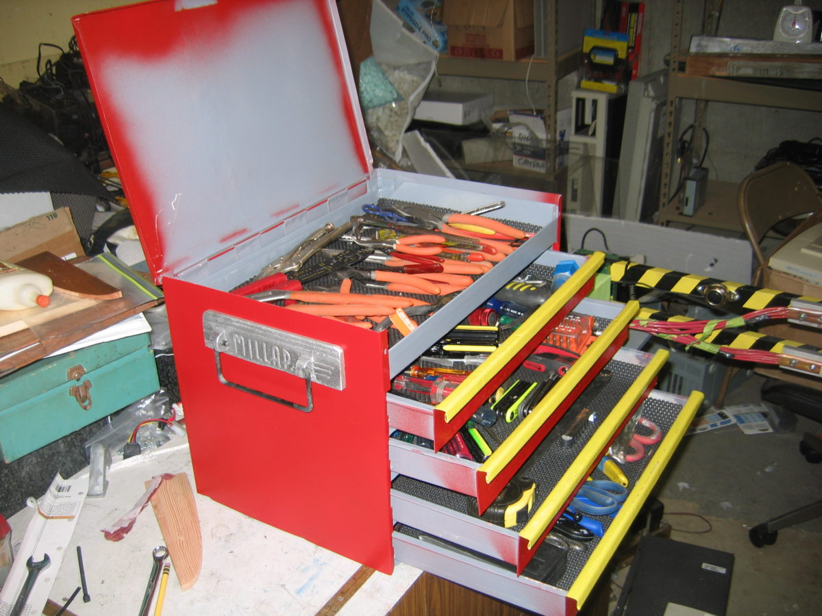 Home-made tool box from recycled materials
